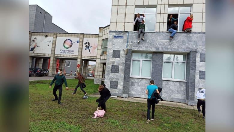 شاهد.. طلاب ومعلمون يقفزون من نوافذ جامعة روسية وسط إطلاق نار