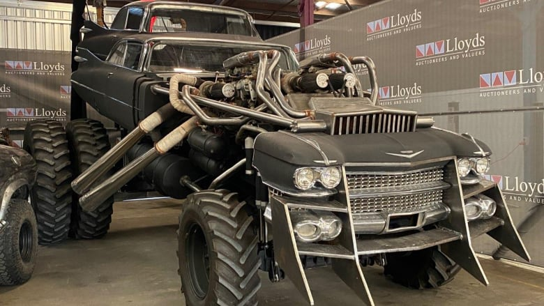 """مركبات """"ما بعد نهاية العالم"""" من فيلم """"ماد ماكس: فيوري رود"""" تعرض للبيع في مزاد"""