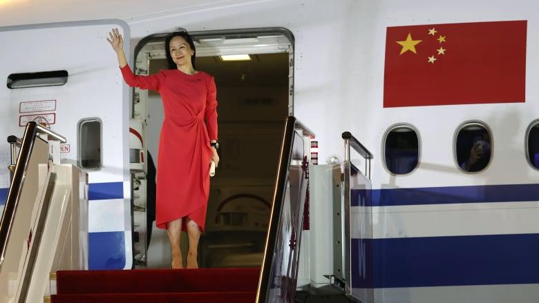 استقبلت بالسجادة الحمراء.. شاهد ما قالته ابنة مؤسس هواوي بعد إطلاق سراحها من كندا