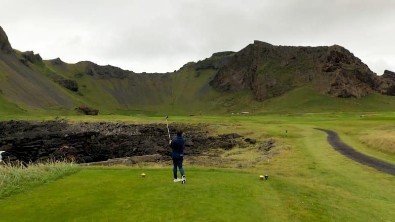 في أيسلندا.. يمكنك لعب الغولف بحقول الحمم البركانية وعلى ضفاف الأنهار الجليدية