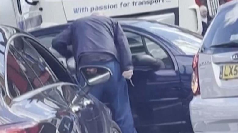 رجل غاضب يسحب سكينًا بعد أن تخطى سائق طابور الوقود في لندن
