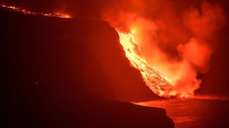 حمم بركان جزيرة لا بالما الإسبانية تصل المحيط الأطلسي.. وهذا ما تحذر منه السلطات