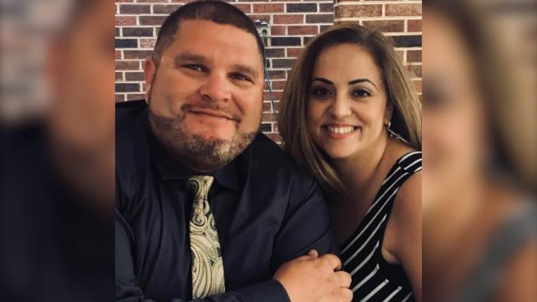 فقد زوجته المصابة بالسرطان إثر إخراجها من المستشفى لعلاج مرضى كوفيد.. شاهد ما قاله