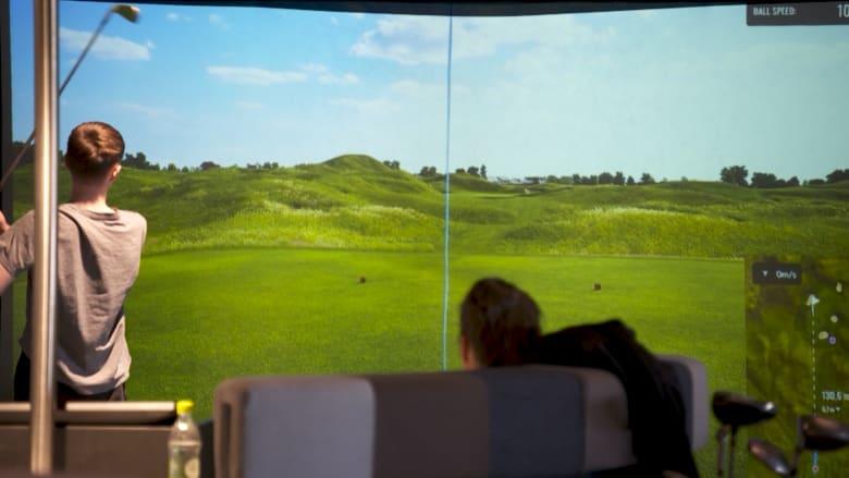 في أيسلندا.. مارس الغولف طوال العالم وليس خلال فصل الصيف فقط