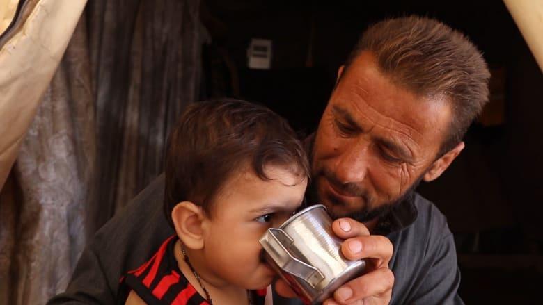 أزمة المياه الحادة في شمال سوريا تشكّل مخاطر صحية على حياة النازحين والأطفال.. شاهد ما يعانونه