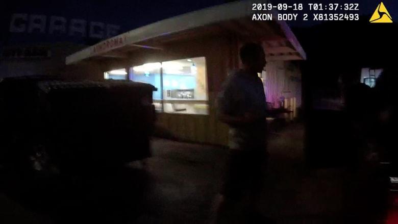 ضباط شرطة يعتقلون ويصعقون رجلًا لعصيانه أوامرهم.. والذي تبين لاحقًا أنه أصم
