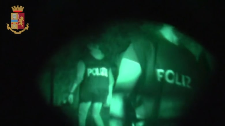 عملية ضخمة في إيطاليا لاعتقال زعيم مافيا هارب منذ 1993.. ما قصته؟