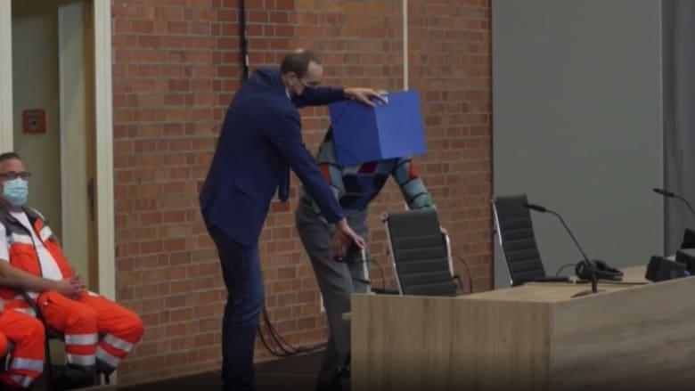 شاهد.. محاكمة رجل عمره 100 عام في اتهامه بجرائم نازية بألمانيا