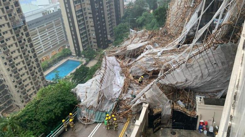 شاهد.. انهيار سقالة بناء ضخمة حول مبنى شاهق في هونغ كونغ