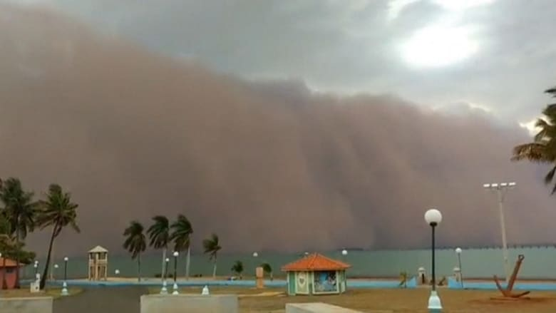 """شاهد.. """"العاصفة البرتقالية"""" تنقض على البرازيل وسط وأسوأ موجة جفاف منذ 91 عامًا"""
