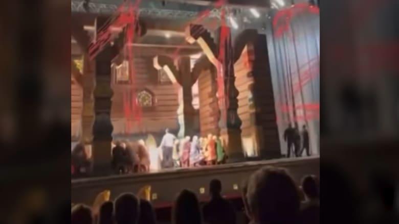 """مقتل فنان روسي سحقًا أثناء عرض أوبرا في مسرح """"بولشوي"""".. إليك ما حدث"""