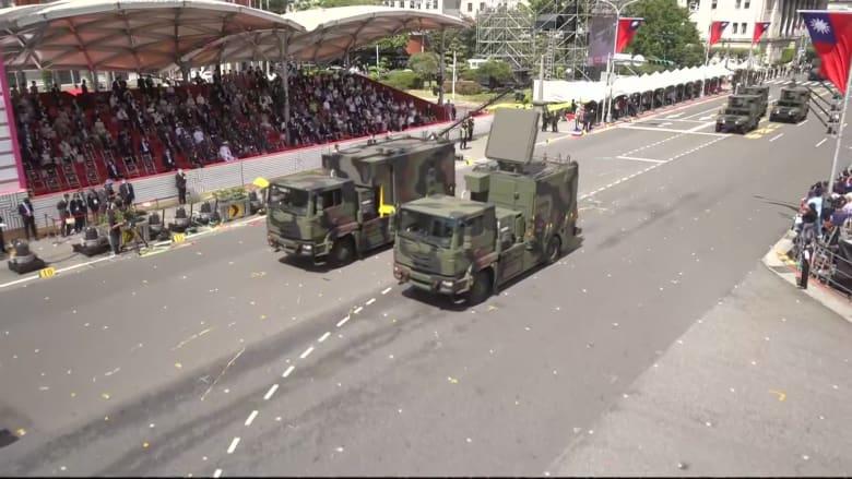 وسط تصاعد التوترات مع الصين.. تايوان تستعرض أسلحة محلية الصنع خلال مراسم اليوم الوطني
