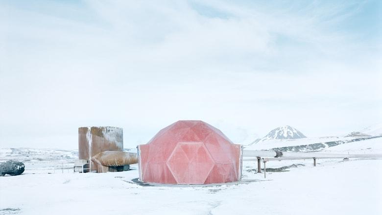مصور يكشف عن الجمال السريالي للمباني بأقصى شمال الأرض..كيف ظهرت؟