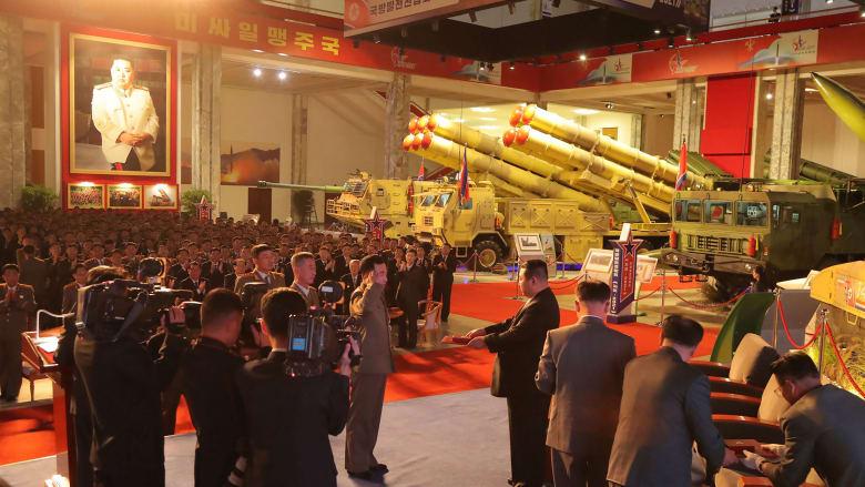"""""""لم نر شيئًا كهذا من قبل"""".. خبراء قلقون من عرض كوريا الشمالية الأخير لأسلحتها"""