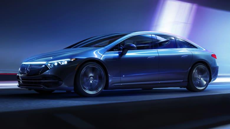 واحدة من أكثر السيارات رفاهية.. تجربة تفصيلية لمرسيدس EQS الكهربائية بالكامل
