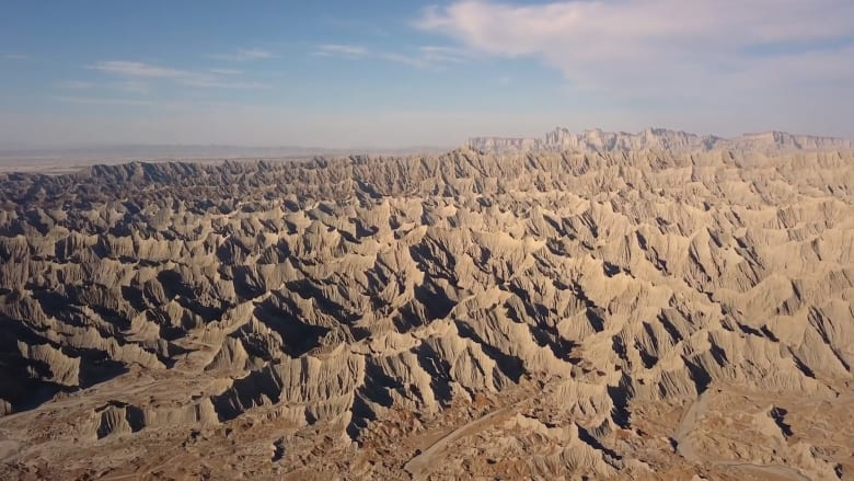 كأنك على سطح القمر.. جبال مريخية مصغرة تجذب الأنظار بإيران