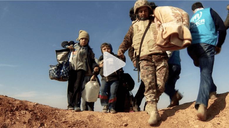 السوريون.. الصحراء من أمامهم والموت خلفهم