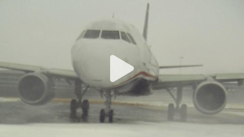 عواصف أمريكا.. الأسوأ على الطائرات منذ سنوات