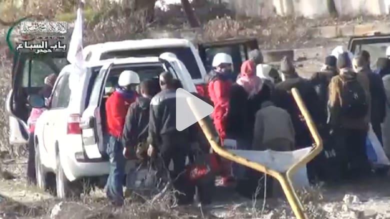 بالفيديو.. إخلاء مدنيين بمدينة حمص السورية