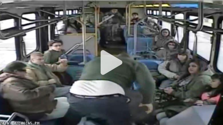 شجار عنيف داخل حافلة متحركة