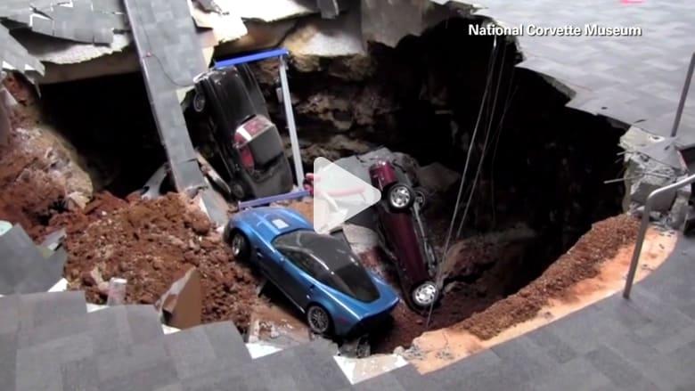 حفرة الجحيم تبتلع 8 سيارات كورفيت