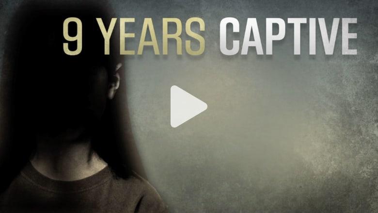 تحرير فتاة بعد احتجازها سرا لأكثر من نصف سنوات عمرها