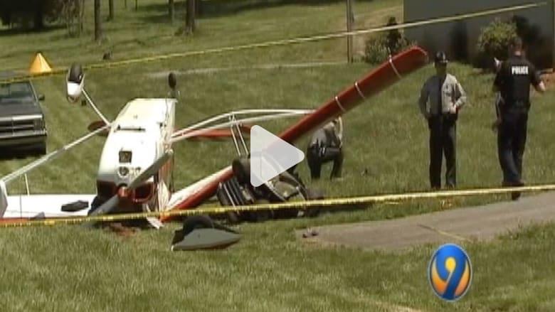 طائرة تصطدم برجل على جزازة عشب