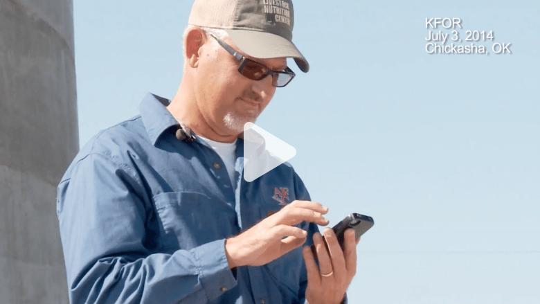 رجل يستعيد هاتفه الضائع بعد عبوره نصف العالم