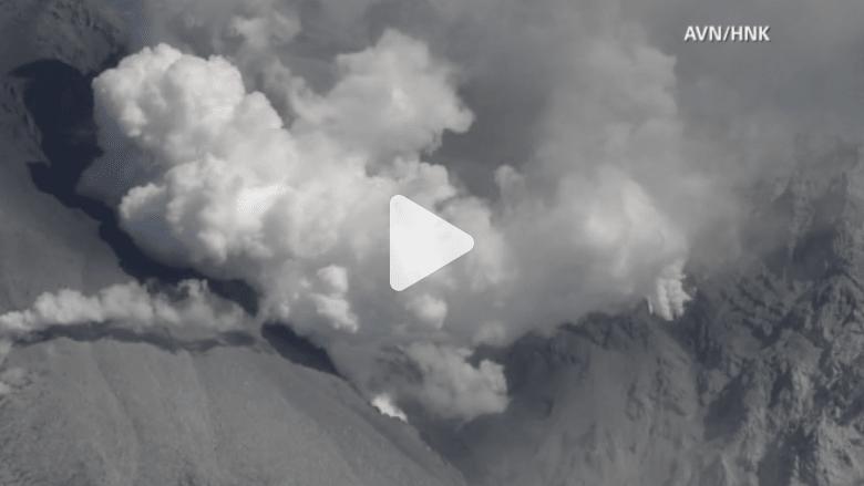 بالفيديو.. مشاهد من ثوران بركان جبل أونتاكي في اليابان