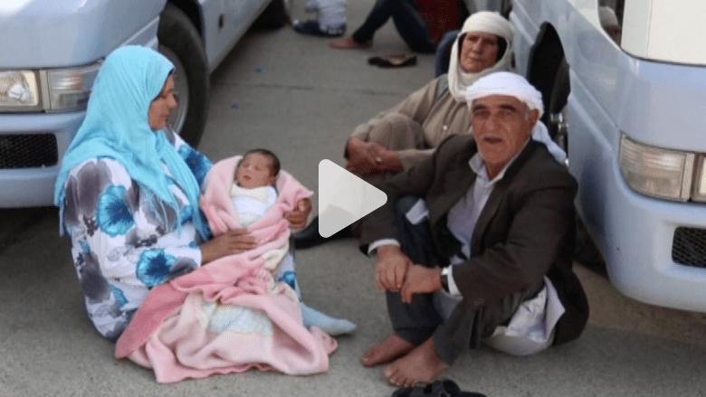 """بالفيديو.. آلاف الأكراد ينزحون عن """"كوباني"""" إلى مخيمات اللجوء في شمال العراق"""