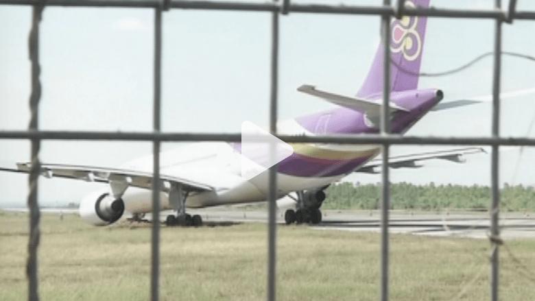 بالفيديو.. مشهد مرعب لطائرة تايلندية قبل إقلاعها بلحظات