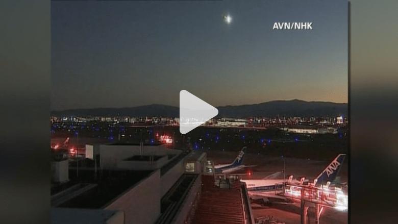 بالفيديو.. كرة نارية غريبة تعبر أجواء اليابان