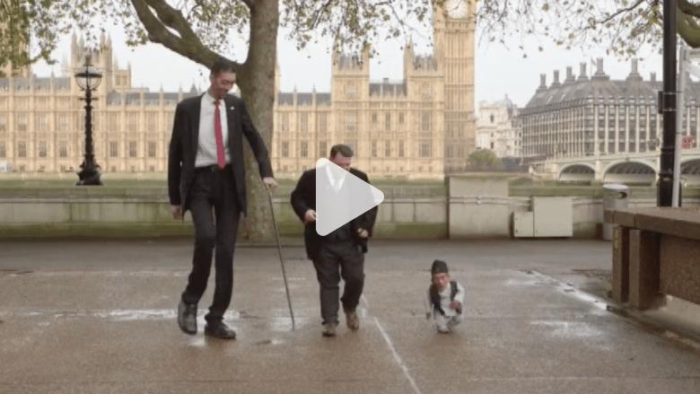بالفيديو.. كيف تصافح أطول وأقصر رجلين في العالم؟