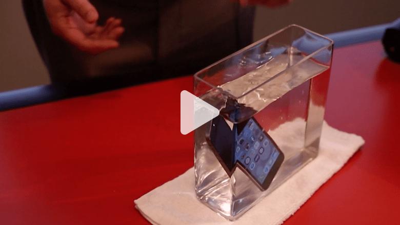 تقنية تمكنك من إعادة تشغيل الهاتف بعد سقوطه في الماء