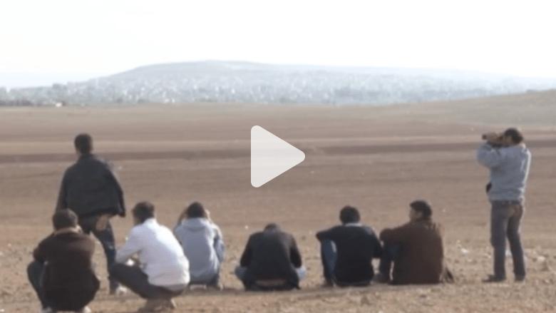 على الحدود التركية.. لاجئون أكراد يراقبون معارك كوباني