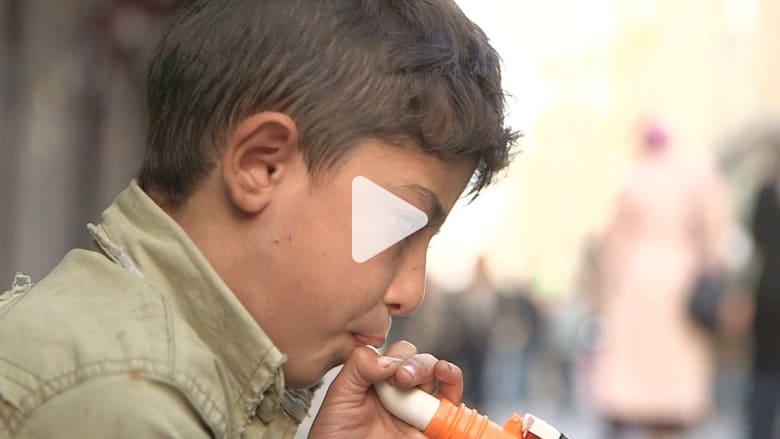 """طفل سوري لاجئ يكافح في اسطنبول """"بالناي"""" ليعيل أسرته"""
