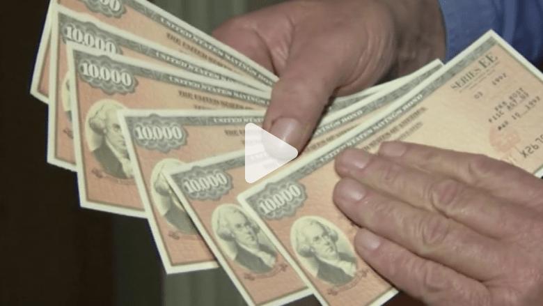 رجل يجد 127 ألف دولار بداخل طاولة اشتراها بـ40 دولار