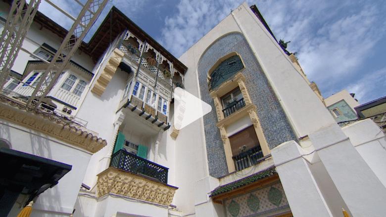 قطع السيراميك تنبض في قلب الجزائر ألواناً وروايات