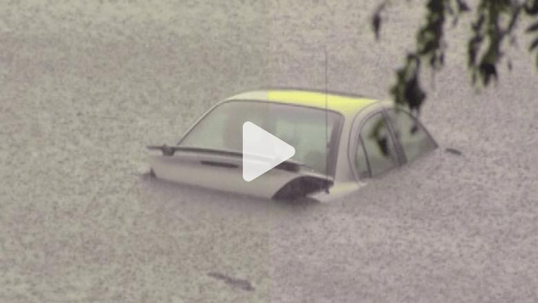 عواصف تجتاح ديترويت والفيضانات تحاصر السائقين