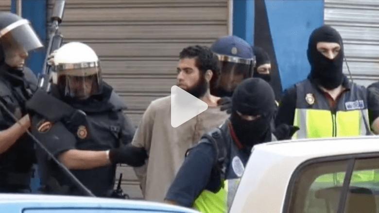 """بالفيديو.. الشرطة الإسبانية والمغربية تعتقل تسعة أشخاص يشتبه بعلاقتهم مع """"داعش"""""""