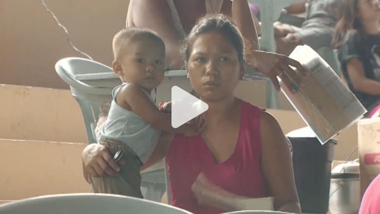 الفلبينيون يفرون من شبح الإعصار والآلاف عالقون بالموانئ والمطارات
