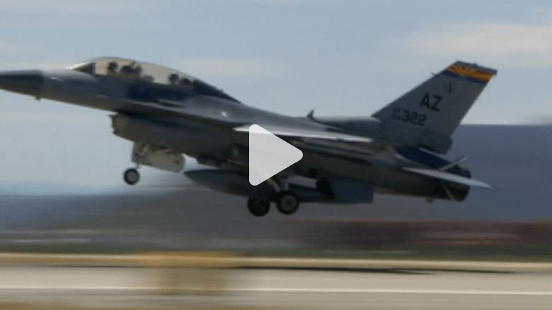 """بالفيديو.. مميزات F16 التي قادها """"الكساسبة"""" وسقط بأيدي """"داعش"""""""
