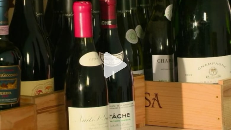 بالفيديو.. لصوص يسرقون زجاجات نبيذ تساوي 300 ألف دولار