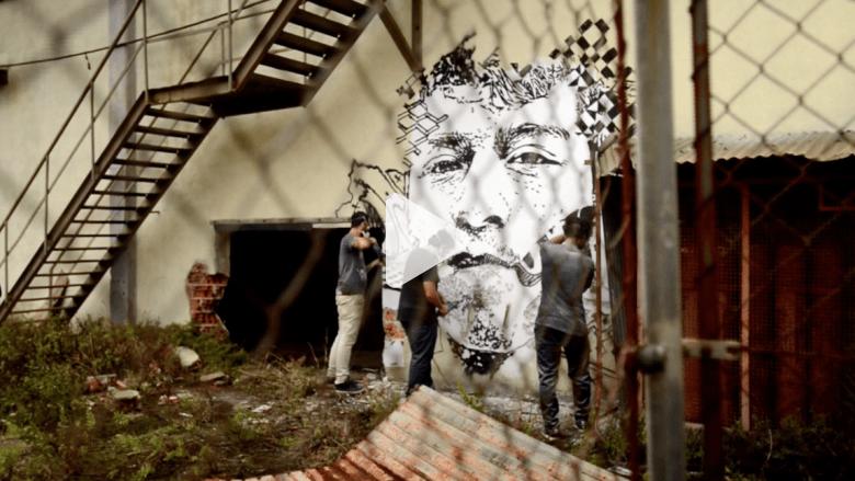شاهد.. فنان يستخدم المتفجرات والمثاقيب الكهربائية لتشكيل جداريات