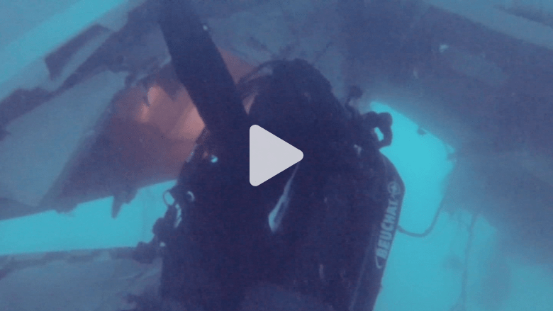 شاهد جانبا من عملية البحث عن طائرة QZ8501 في أعماق البحر