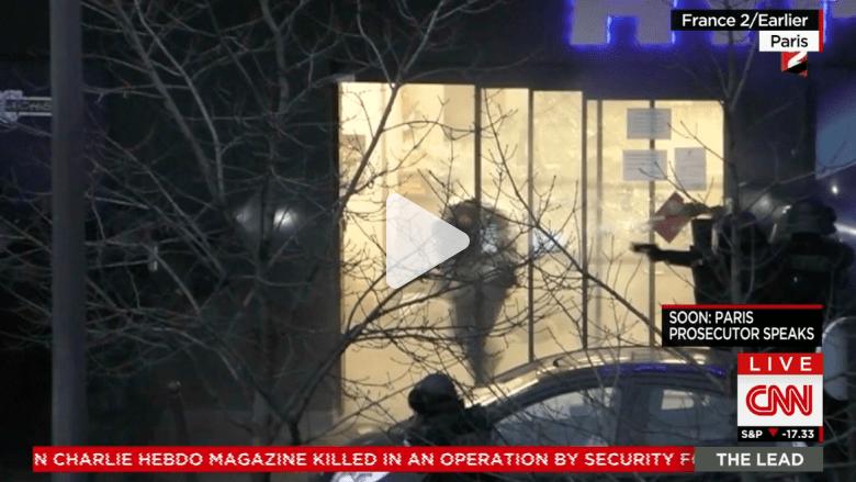 """شاهد لحظة هجوم الشرطة على المسلح """"آميدي"""" داخل متجر في باريس"""