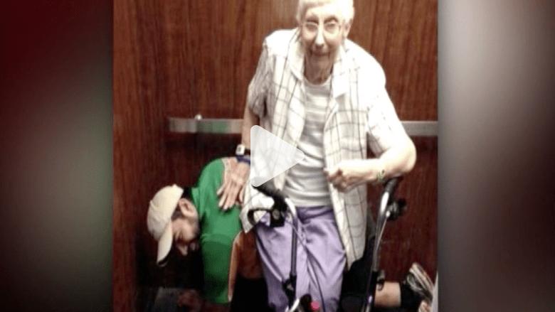 تعطل المصعد .. فركبت العجوز على ظهره ؟