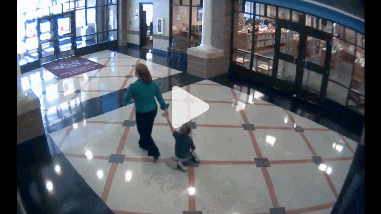 مشهد صادم من مدرسة أمريكية.. هل يمكن لمعلمة جر طفل بهذا الشكل؟
