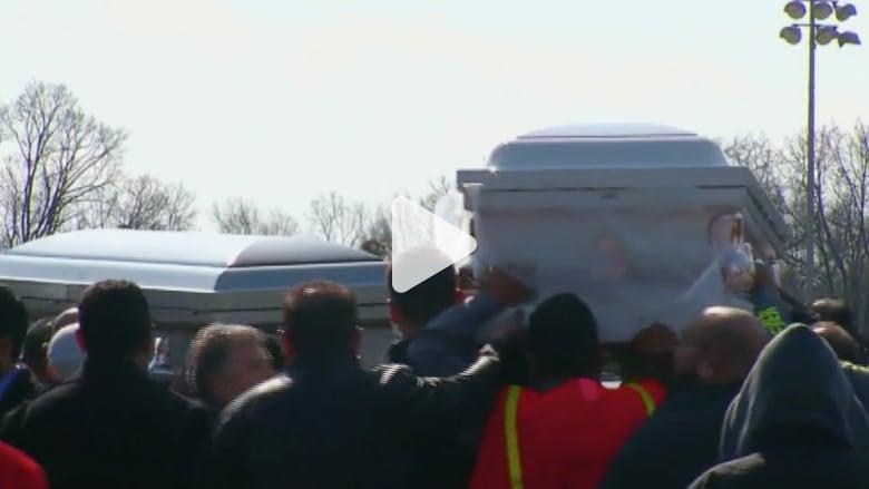"""بالفيديو.. حزن ممزوج بالغضب أثناء تشييع الطلاب المسلمين ضحايا جريمة """"تشابل هيل"""""""