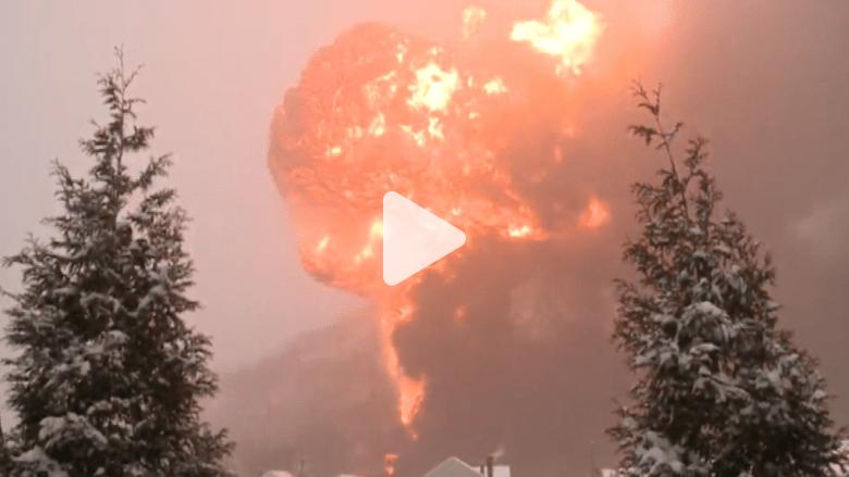 شاهد بالفيديو.. انفجار هائل بعد انحراف قطار محمل بالنفط في أمريكا